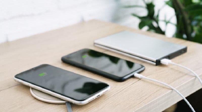 iphone só carrega quando desligado